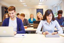 etudiants en classe licence webmarketing